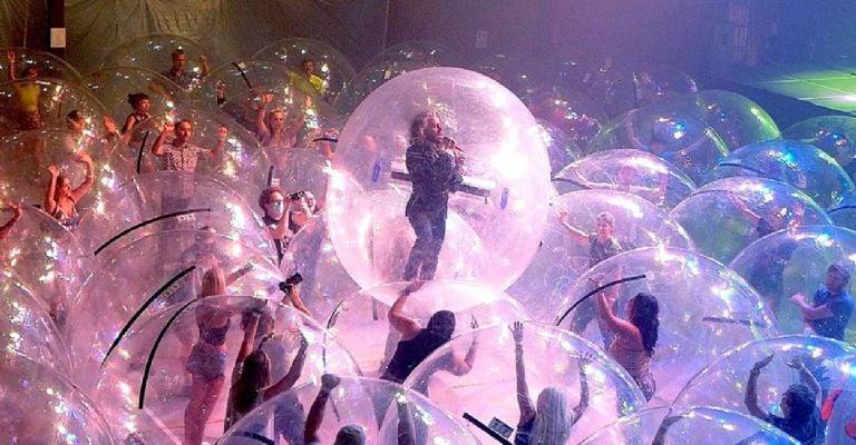 El concierto anticovid de The Flaming Lips — Pogo en burbujas