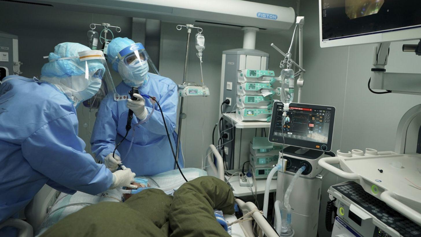 Médico muere por derrame cerebral tras trabajar sin descanso contra el coronavirus
