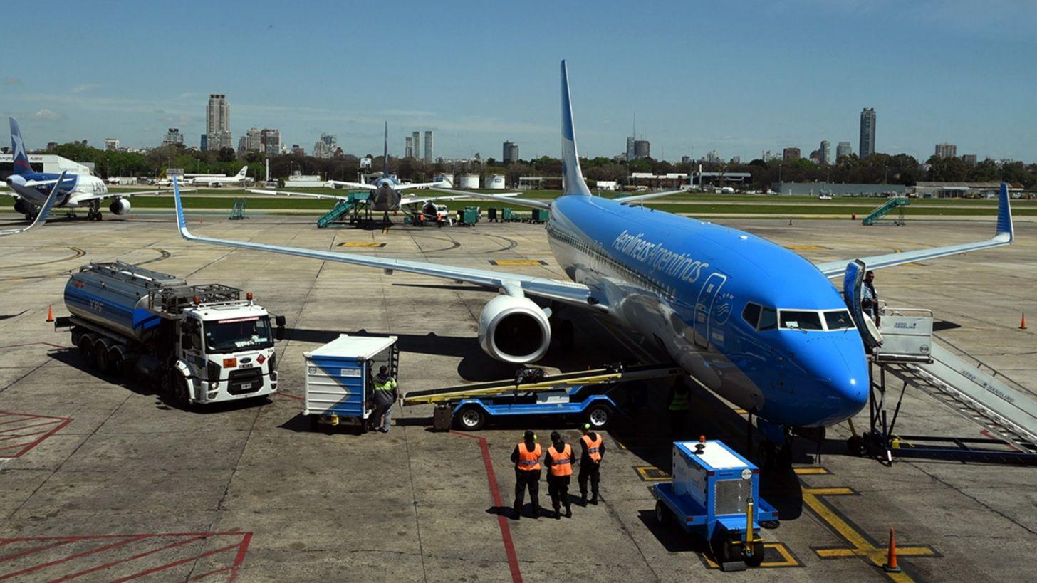 Qué establece el nuevo protocolo mundial para viajar en avión