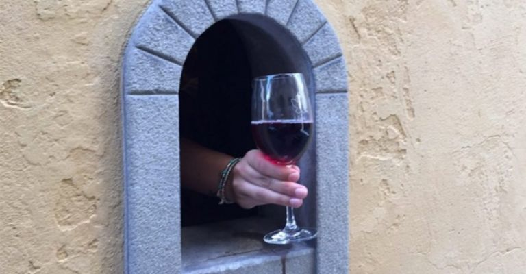 Reabren ventanas del vino usadas durante peste bubónica, en Italia