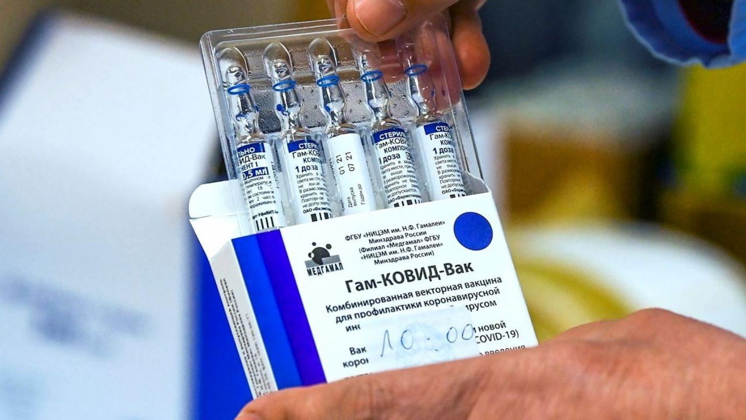 Vacuna Sputnik V tiene efectividad de 97.6% en el 'mundo real'